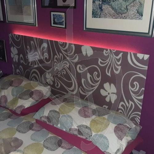 testata-letto-in-vetro-decorato-su-misura-e-illuminazione-led-opzionale